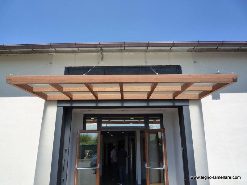 Pensilina per ingresso showroom in legno lamellare pretagliato roma progetto legno strutture - Pensiline ingresso casa ...